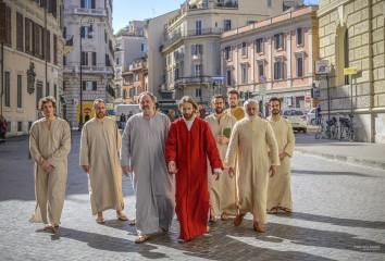 Gesù e gli apostoli a Roma - Foto dal set del film 'OH MIO DIO!'