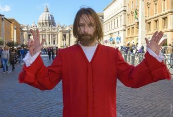 Gesù a San Pietro - Foto dal set del film 'OH MIO DIO!